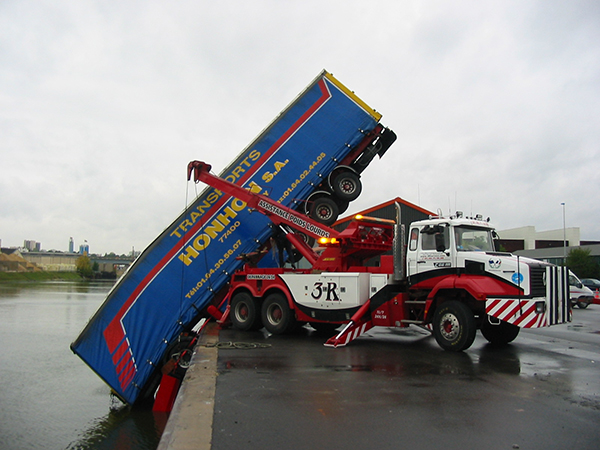 Dépannage camion 77 – Levage camion 94 – Grutage poids lourd